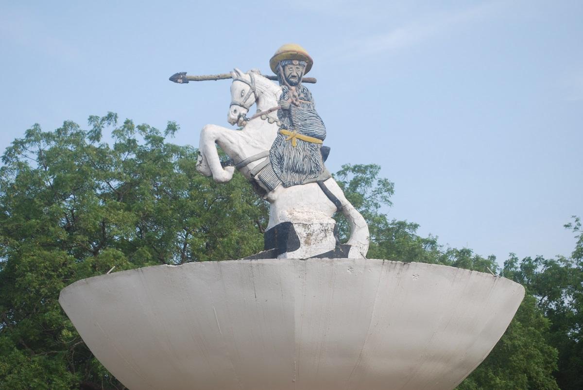 Une statue de Bio Guéra