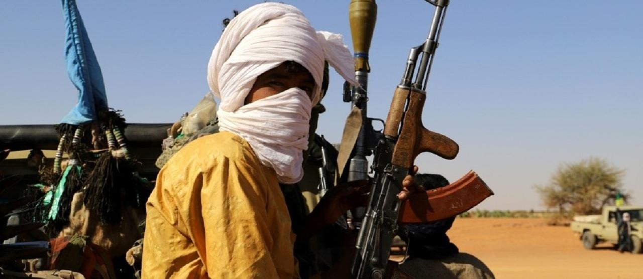 Des combattants de groupes armés d'autodéfense